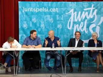 Forcadell, Junqueras, Romeva, Mas i Casals en un reunió de JxSí Foto:ARXIU / ANDREU PUIG