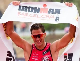 Plese creua la meta de l'Ironman Barcelona Foto:GETTY IMAGES