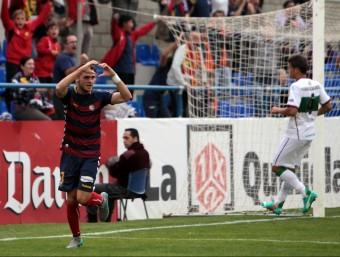 Imaz celebra el segon gol del Llagostera en el duel d'ahir a Palamós Foto:J.S
