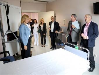 L'alcaldessa i presidenta del a Fundació Salut Empordà, que gestiona l'hospital, va visitar ahir la planta renovada. Foto:QUIM PUIG