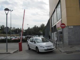 Una de les barreres instal·lades per sorpresa en un aparcament públic Foto:D.V