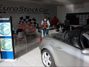 Registre per part de la Guàrdia Civil de l'empresa EuroStockCar, al polígon industrial del Segre Foto:ACN