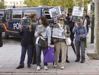 Un grup d'afectats per les preferents protesten davant el jutjat a Madrid Foto:EFE