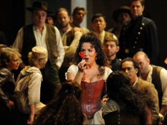 La mezzosoprano Nancy Fabiola, interpretant el paper principal de 'Carmen' a l'Òpera de Sydney Foto:BRANCO GAICA