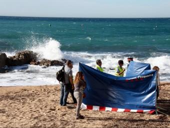 Els efectius dels Mossos i la Guàrdia Civil van custodiar el cadàver de la víctima fins a l'arribada de la comitiva judicial Foto:ACN