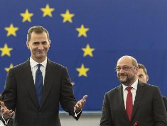 El rei Felip VI, aquest dimecres al Parlament Europeu acompanyat pel president de l'Eurocambra, Martin Schulz Foto:EFE