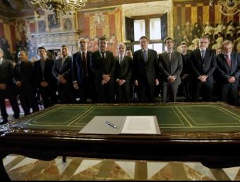 Polítics, empresaris, sindicats i universitats han firmat el document. Foto:AGÈNCIES