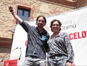 Pablo Iglesias i Ada Colau durant un míting de Barcelona en Comú celebrat a Nou Barris durant la campanya electoral de les passades eleccions municipals Foto:ELISABETH MAGRE