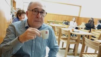 Pere Feliu esmorzant a can Ralita, a Banyoles. Foto:R. E