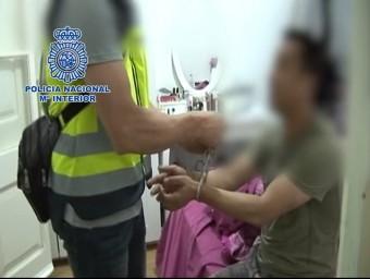 Imatge d'un dels detinguts acusats de formar part d'un entramat criminal de tràfic de persones emmanillat per un policia. Imatge facilitada el 10 d'octubre del 2015 Foto:ACN