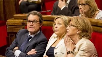 El president Mas i les conselleres Rigau i Ortega en una imatge d'arxiu en un ple del Parlament Foto:albert salamé