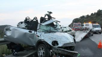 L'estat en que van quedar els dos cotxes que es van veure involucrats en l'accident d'ahir a l'N-260 a Vilajuïga Foto:ACN