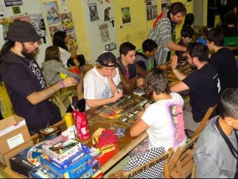 Imatge de seguidors de la cultura manga i 'anime', durant un taller. Foto:EL PUNT AVUI