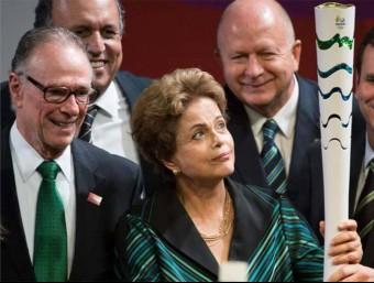 Dilma Rousseff, presidenta del Brasil, amb la torxa Foto:ARXIU