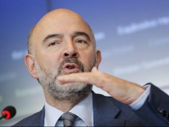 Pierre Moscovici, eurocomissari d'Afers Econòmics i Financers, dirigint-se a la premsa, ahir, a Luxemburgo Foto:J. WARNAND / EFE