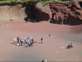 Les visites escolars i de científics comencen a ser una constant a la zona volcànica. Foto:J.C
