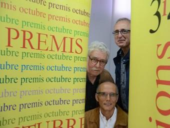 Josep-Ramon Bach (Premi Vicent Andrés Estellés); Ferra García Oliver (Premi Joan Fuster) i Miquel Àngel Estradé (Premi Andròmina) a la terrassa de l'edifici Octubre, a València Foto:PRATS