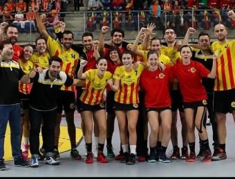 La selecció catalana celebra el cinquè lloc en el mundial de Bèlgica Foto:FCK
