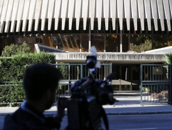 Una càmera davant el Tribunal Constitucional l'11 de novembre passat, quan va suspendre la resolució d'independència Foto:EFE