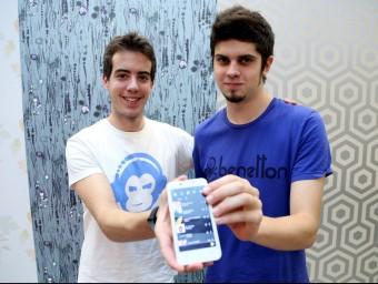 Miquel Tolosa i Marc Illa, dos dels vuit joves amics que formen part del projecte.  Foto:JUANMA RAMOS
