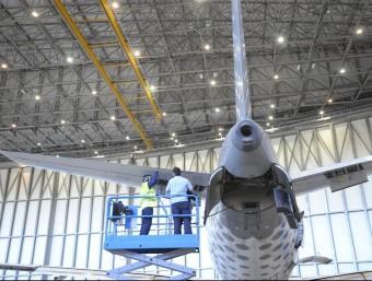 Imatge d'un avió durant fase de manteniment Foto:arxiu