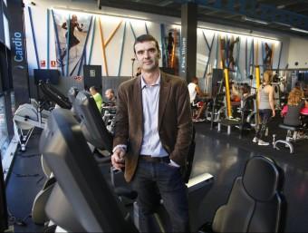 Carles Meilan, el president de CET 10, al centre esportiu Bac de Roda  Foto:ORIOL DURAN