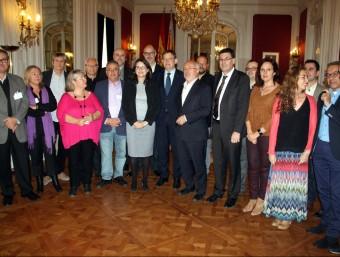 La comissió d'experts amb les principals institucions valencianes. Foto:ACN