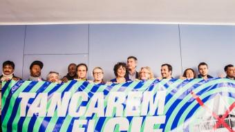 Representants de partits polítics i entitats van presentar ahir la petició Foto:EL PUNT AVUI