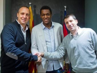 Jallouz evidencia l'acord acompanyat de Barrufet i O'Callaghan Foto:FCB