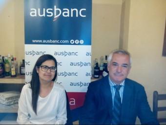 La delegada d'Ausbanc a Catalunya, Montse Andrés i el president d'Ausbanc, Luís Pineda, ahir en un restaurant a Girona. Foto:U.C
