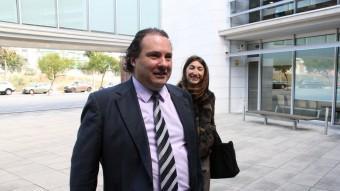 Masagué ahir a l'entrada dels jutjats del Vendrell Foto:ACN / ROGER SEGURA