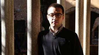 Andreu Pujol, al claustre del monestir de Sant Salvador de Breda, fa uns dies  Foto:MANEL LLADÓ