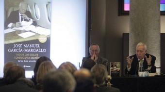 Piqué i Margallo, durant la presentació del llibre Foto:MARTA PÉREZ / EFE