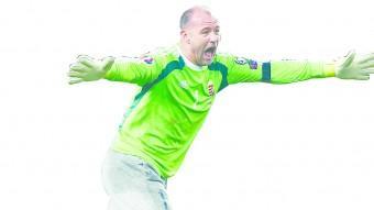 Kiraly, celebrant la classificació d'Hongria per a una Eurocopa després de 44 anys d'absència Foto:EFE