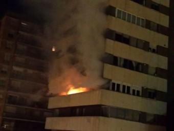 Espectacular incendi en el desè pis de la coneguda com a