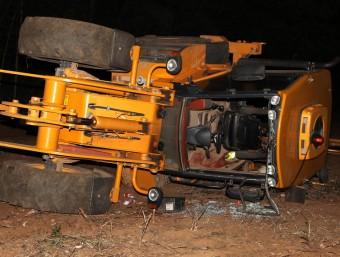 La retro-excavadora amb la qual va patir l'accident laboral ahir el veí de Sant Gregori Foto:JOAN SABATER