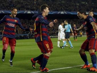 El trident, celebrantun dels gols d'ahir Foto:REUTERS