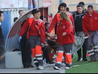 Escassi, quan va ser retirat en llitera en el partit contra el Valladolid Foto:MANEL LLADÓ