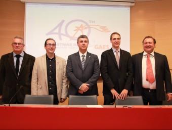 Els participants en la presentació, amb el logo dels 40 anys, a la seu de la Diputació de Girona Foto:JOAN SABATER