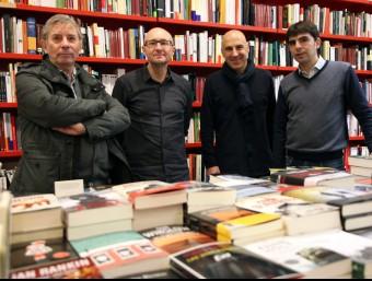 Els autors de la casa.Pep Albanell, Vicent Usó, Silvestre Vilaplana i Joanjo Garcia a la libreria Documenta. Foto:ELISABETH MAGRE LOREN