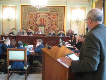 El president de la FAV, Toni Baró va intervenir al ple per demanar suport als barris Foto:PAERIA