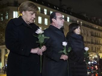 Merkel, Hollande i l'alcaldessa de París, Anne Hidalgo, ahir recordant les víctimes Foto:AFP / E. L
