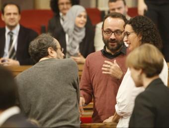 Baños, Salellas i Rovira conversant en l'últim ple al Parlament Foto:ARXIU / ANDREU PUIG