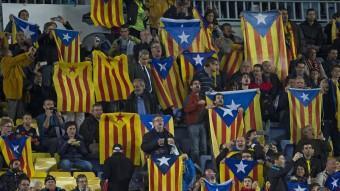 Estelades al Camp Nou el dia del Barça-BATE de la Champions. Foto:EFE