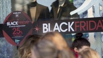 Gràcies al Black Friday Barcelona semblava ahir dia de diumenge comercial Foto:A. SALAMÉ