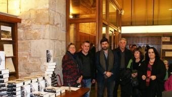 L'alcalde d Calafell, Ramon Ferré, l'editor i familiars de Barral dimats en la presentació a Barcelona. Foto:AJ. CALAFELL