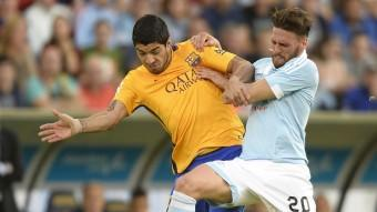 Sergi Gómez pugna amb Luis Suárez durant un partit contra el Barça Foto:AFP