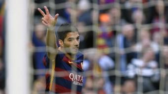 Luis Suárez celebra el gol que va marcar a la Real Sociedad en el partit d'ahir al Camp Nou. Foto:LLUÍS GENÉ/AFP