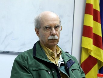 Pio Mora, al centre, ahir a la tarda, al Centre de Negocis VIP de Girona, on es va fer la presentació a la premsa de dos dels seus llibres Foto:QUIM PUIG