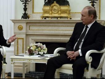 El president francès, François Hollande, i el seu homòleg rus, Vladímir Putin, ahir al palau del Kremlin Foto:EFE